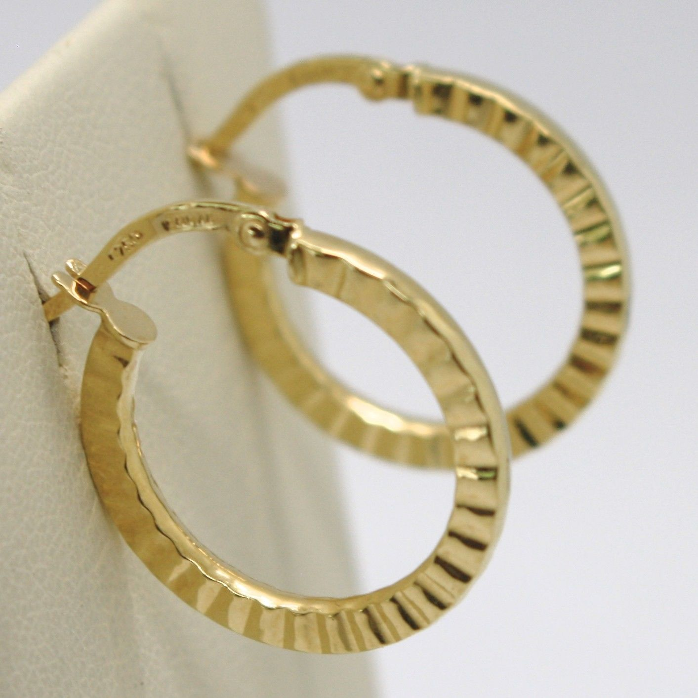 18K YELLOW GOLD CIRCLE HOOPS STRIPED AND HAMMERED EARRINGS 21 MM x 2 MM, ITALY