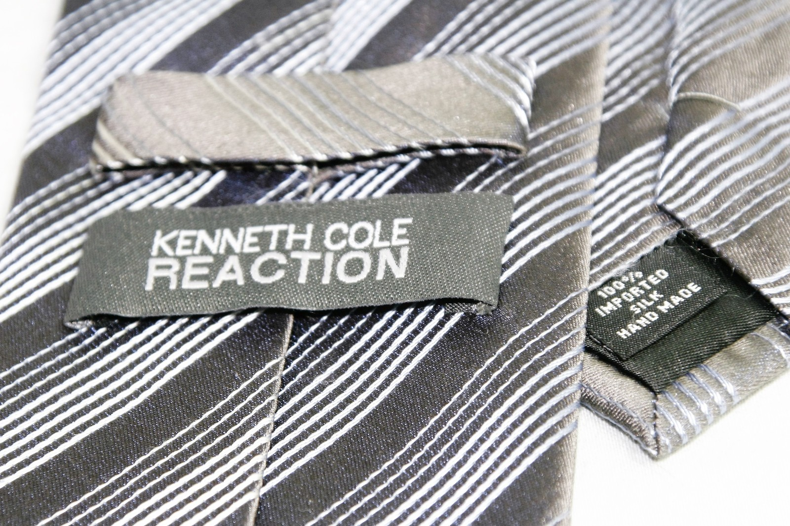 Kenneth Cole Reaction Silver Gray Striped Design 100% Silk Men's Necktie Tie image 3