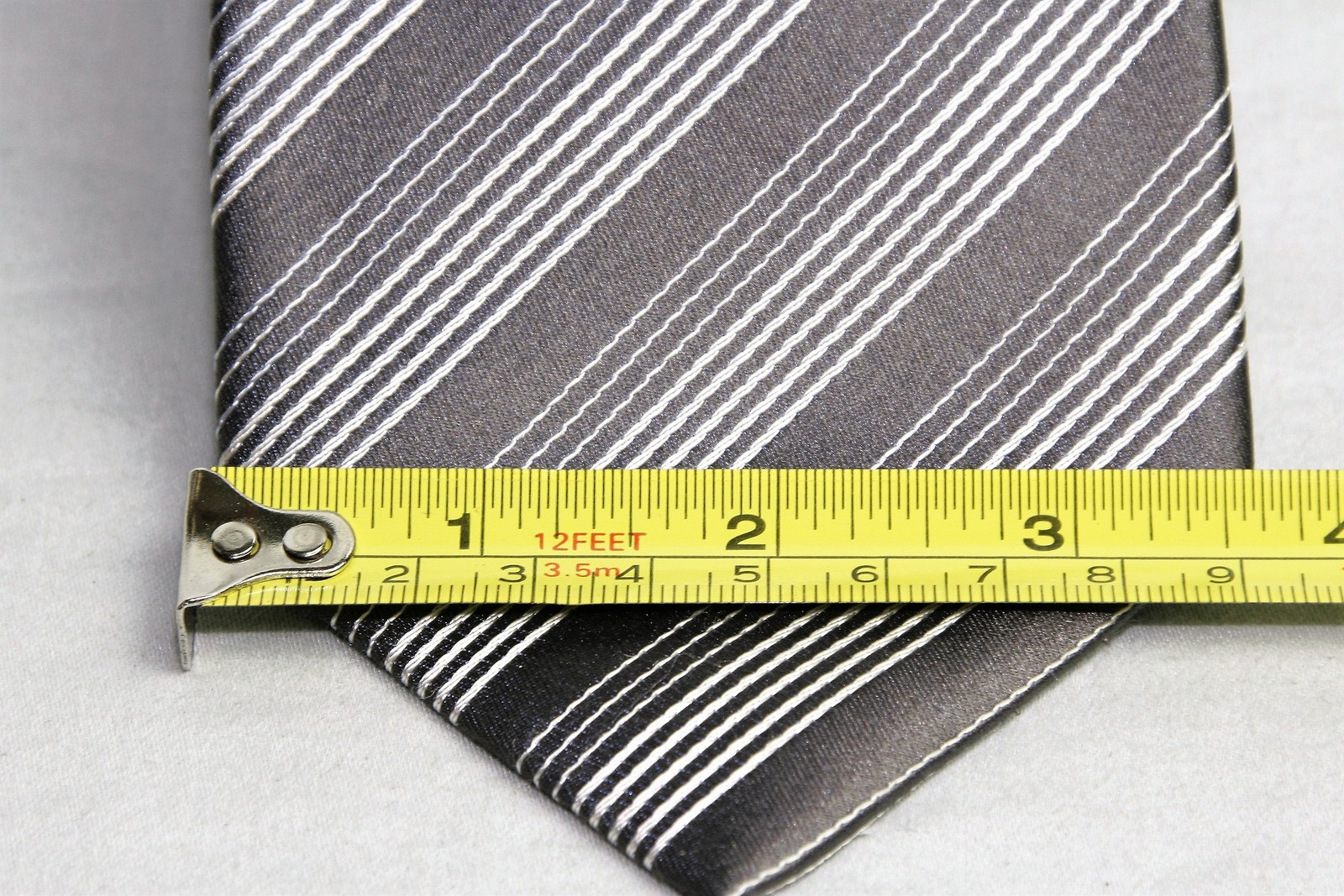 Kenneth Cole Reaction Silver Gray Striped Design 100% Silk Men's Necktie Tie image 2