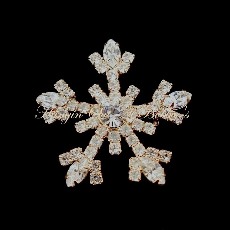 Snowflake Pin Brooch Clear Crystal Goldtone Metal Winter Style 2016 - $29.99