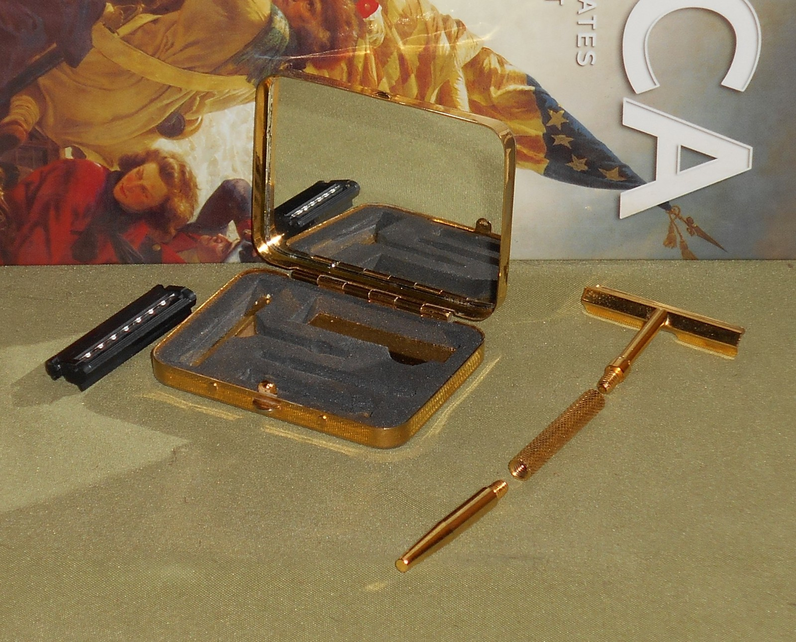 1970s gold tonetravel set safety razor w cartridge  31