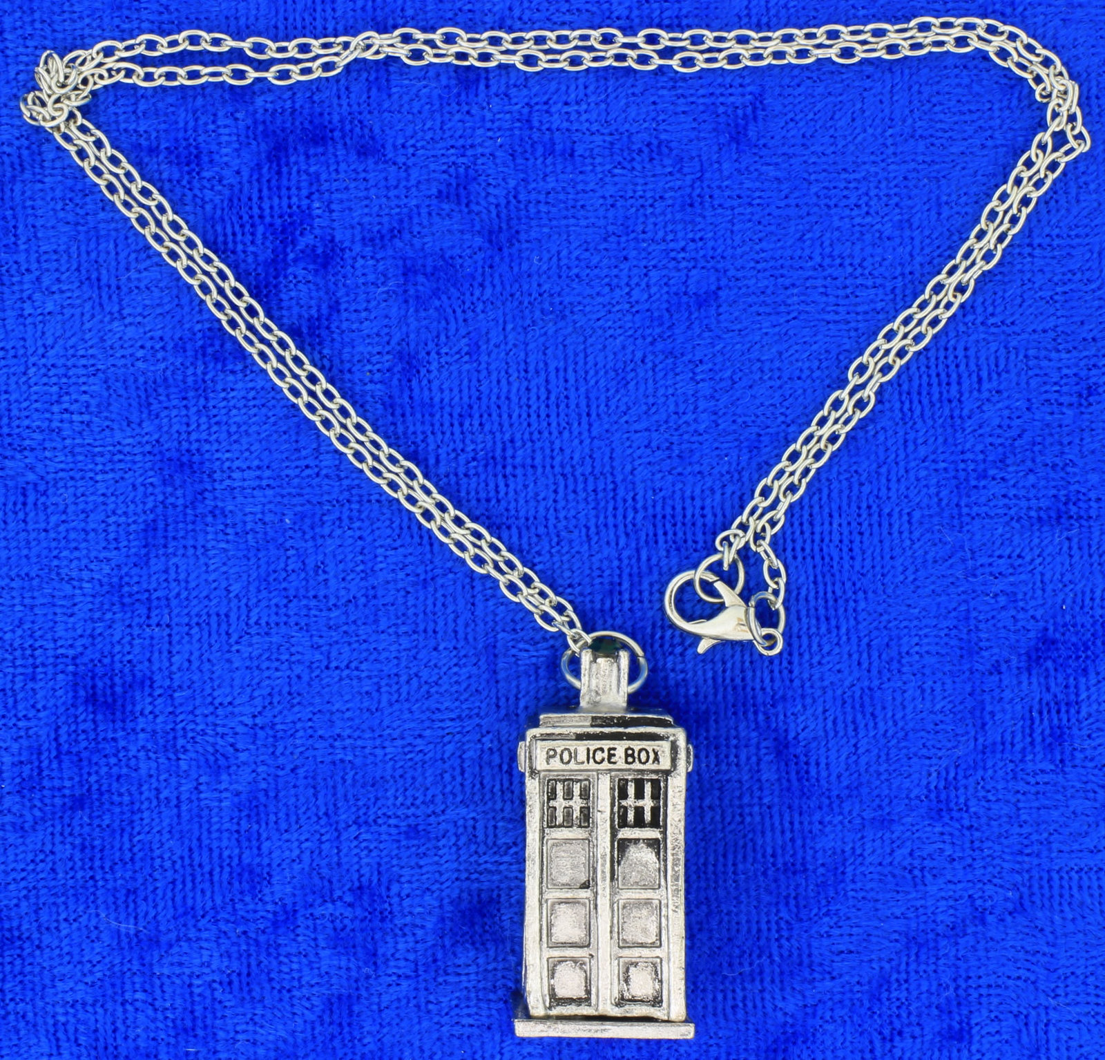Tardis polic box  doctor who  silver  necklace  side
