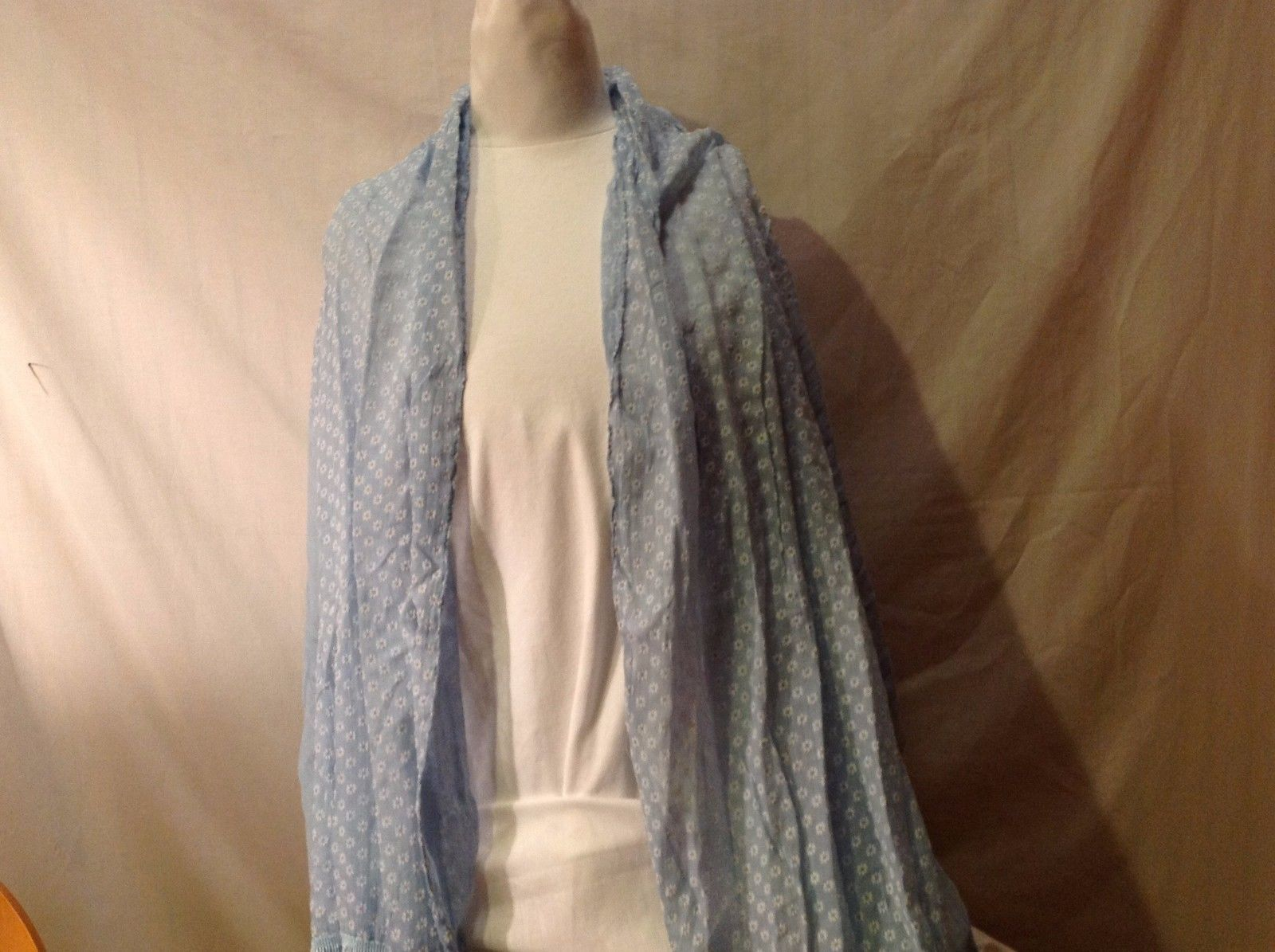 NWT New With Tags Light Blue White Daisy Flower Scarf