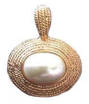 Vintage 1980's retro faux pearl gold toned pendant necklace costume jewelry - $27.08