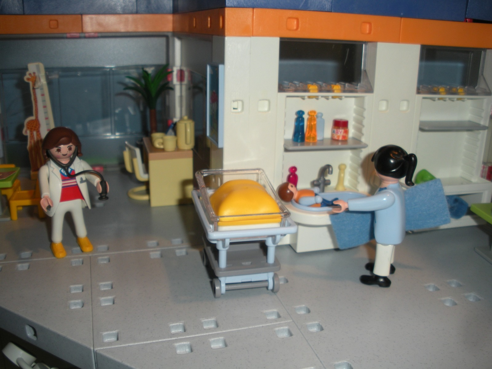 Vtg. Playmobil #4404 Children's Hospital 99.9% COMP/EXC+++-NR MINT! ( G)  (ret)