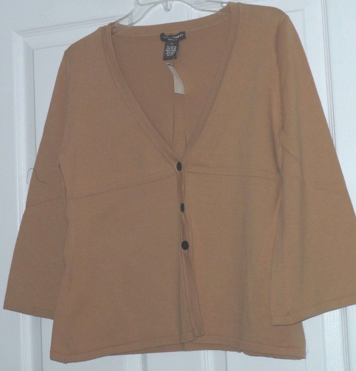 LINDA MATTHEWS SWEATER SIZE S - M RED TAN PALE GRAY BUTTON FRONT LIGHTWEIGHT NWT