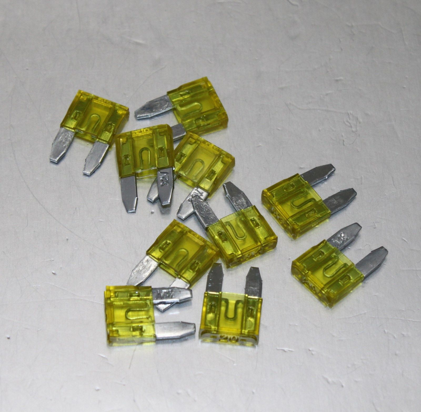 Free 4Pcs 30A Fuse Maxi Fuse Holder 3 X 4Ga In 2X 8Ga Out Gold Plated Car Audio