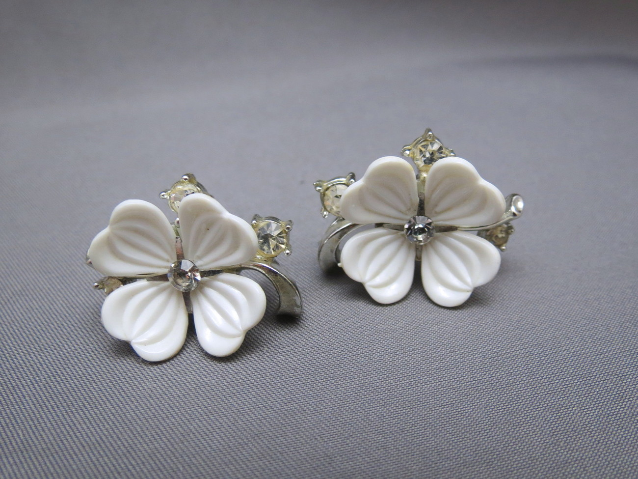 VTG 1960s Lisner Flower Earrings Early Plastic Petals Rhinestones Screw Backs