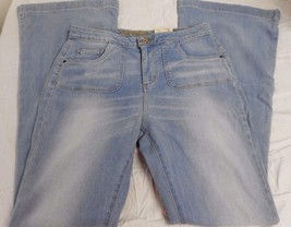 Women's Juniors Arizona Jeans Flare Faithful Size 3 NEW - $26.72