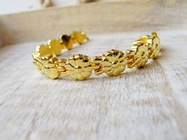 """7"""" Gold Tone Flower Bracelet From Hope Chest Jewelry - $14.49"""