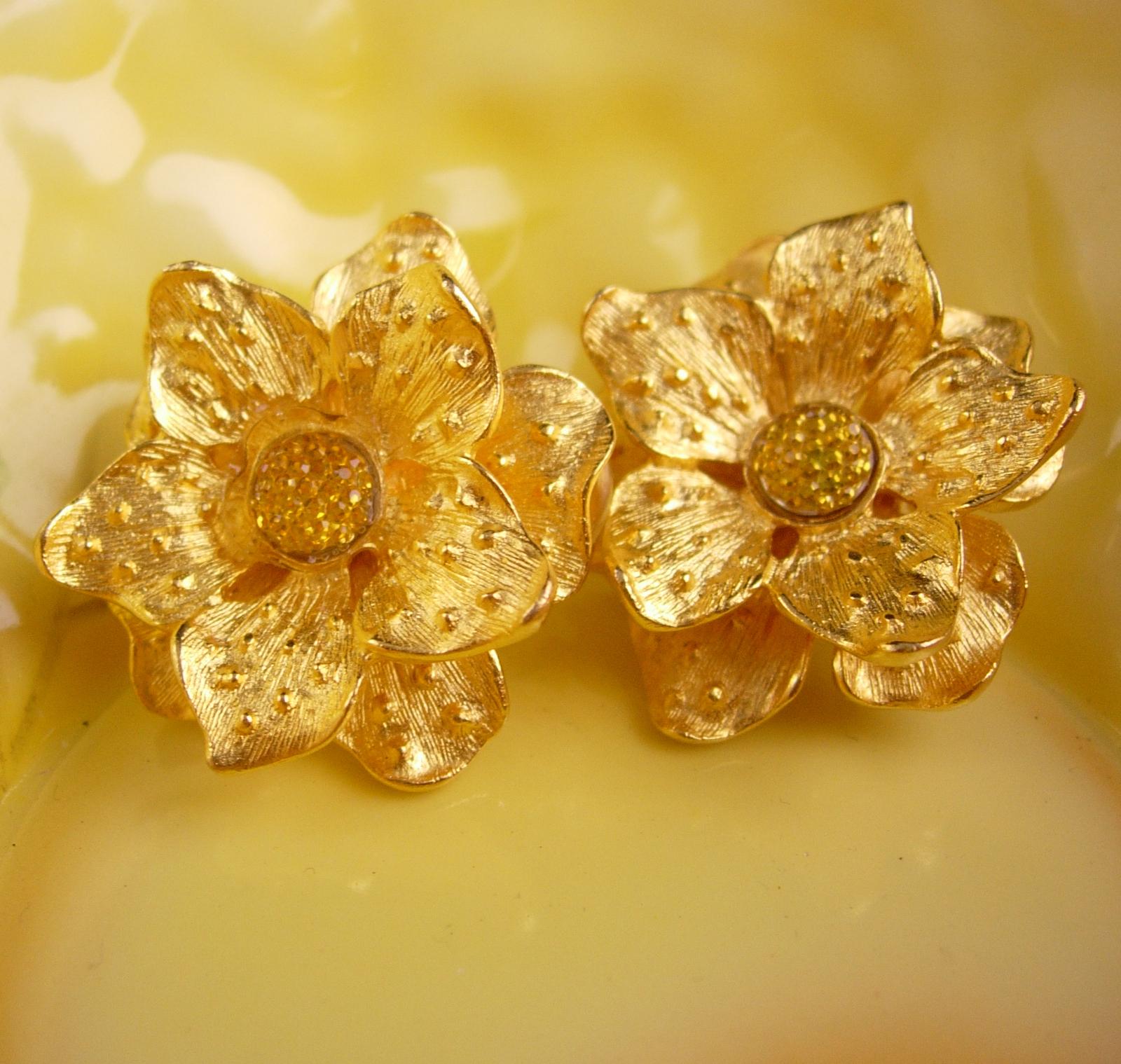 KJL Vintage  earrings - golden flower - Designer gold clip on set - Couture jewe
