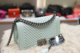 AUTHENTIC CHANEL MINT GREEN LEATHER CHEVRON QUILTED MEDIUM BOY FLAP BAG RHW image 3
