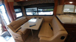2018 Holiday Rambler Vacationeer M-35P FOR SALE IN Cape Canaveral, Fl 32920  image 4