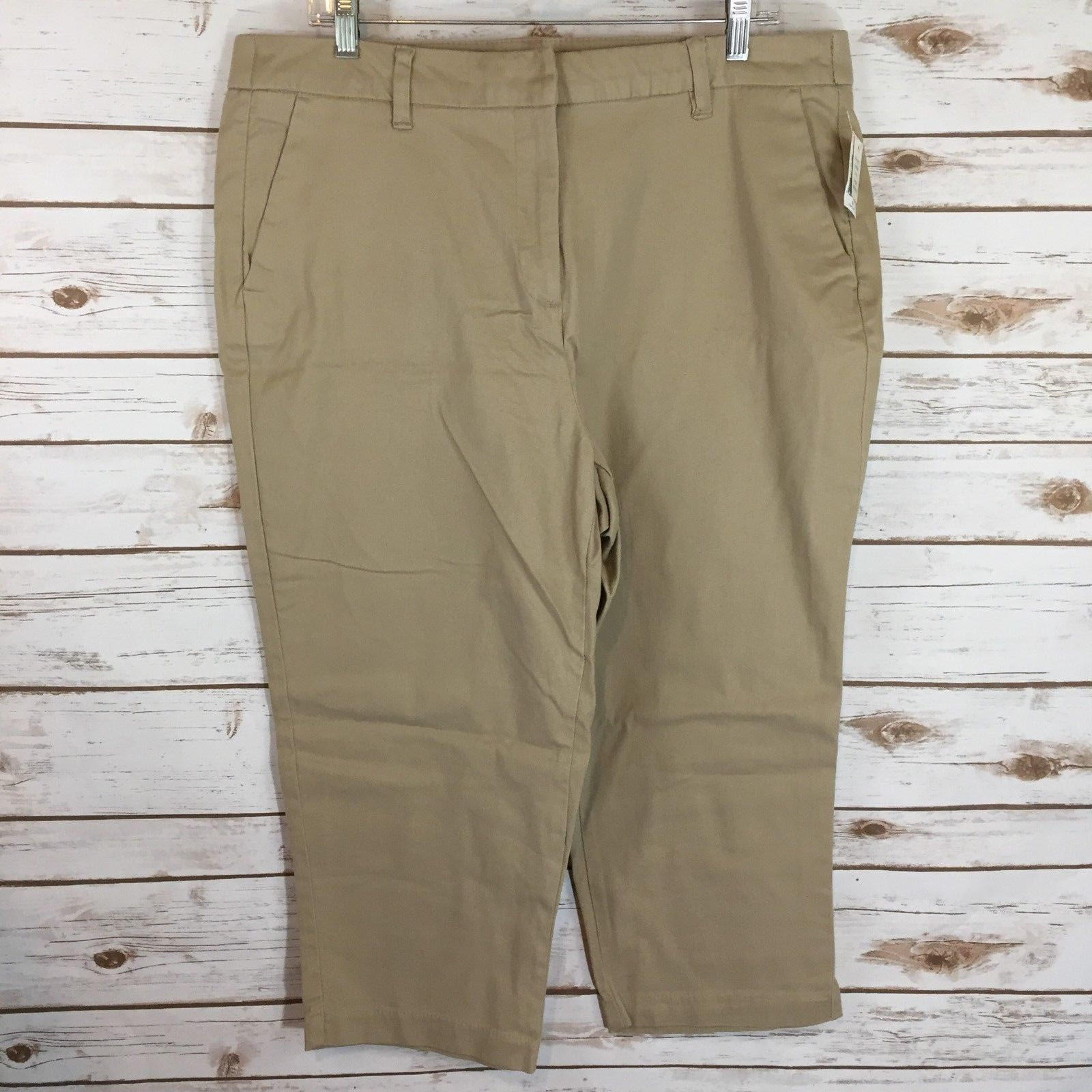 Size 18 NWT Gap Womens Black Stretch Cargo Pants with Buttons at the Ankle