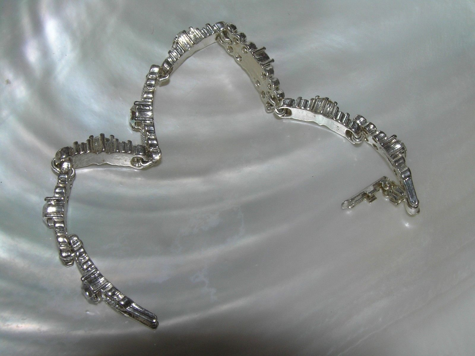 Estate Avon Signed Alternating Open Circles & Clear Rhinestone Silvertone Link