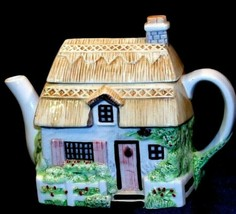 Ceramic TeaPot in the Shape of a Cottage AA20-2190 Vintage Collectible