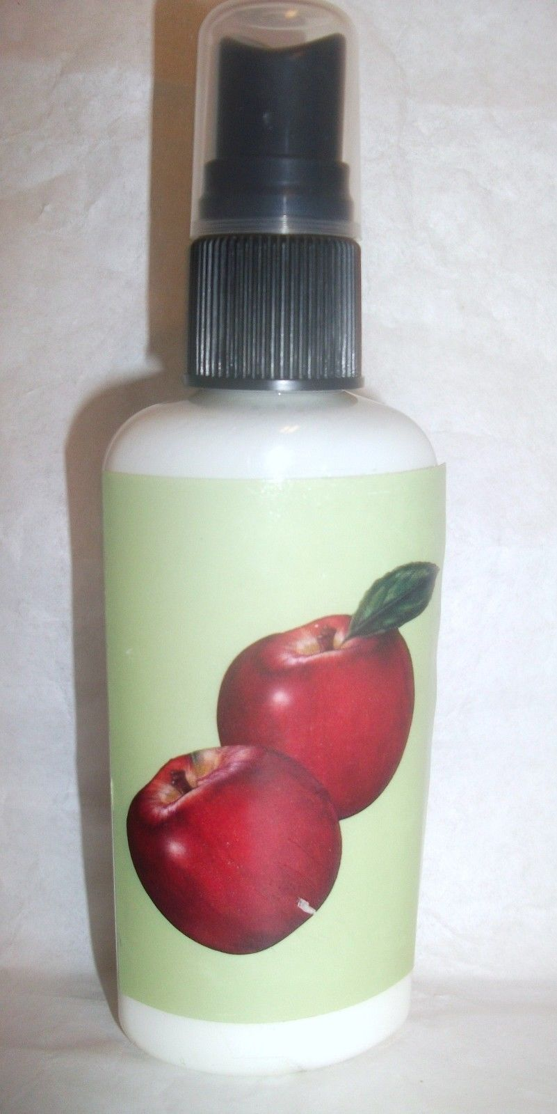 Primary image for Hanna's Candle Home Fragrance Spray APPLE CINNAMON