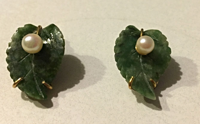 VINTAGE ESTATE 1/20 12K GOLD CARVED NATURAL GREEN JADE AND PEARL CLIP EARRINGS