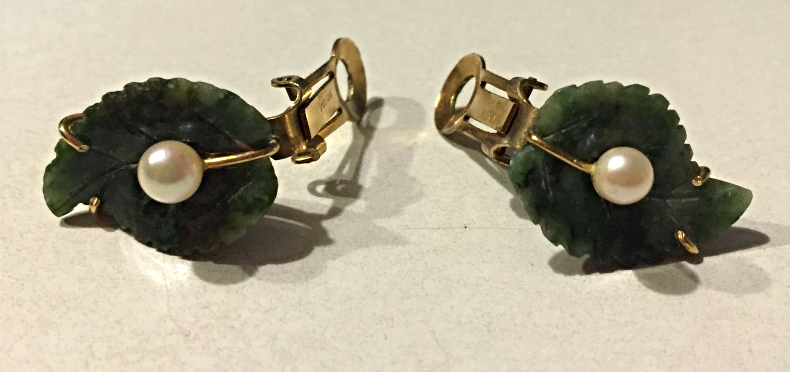 VINTAGE ESTATE 1/20 12K GOLD CARVED NATURAL GREEN JADE AND PEARL CLIP EARRINGS image 2