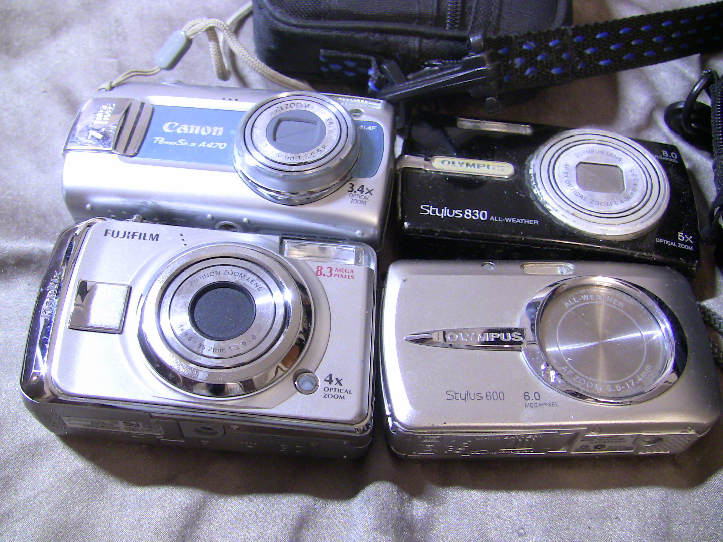 Primary image for Digital Camera Lot For Parts -Fujifilm 8.3mp Canon Powershot A470 Stylus 600 830