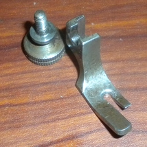 Singer 15-1 to 43 Low Shank Straight Stitch Presser Foot #2071 w/Thumb S... - $15.00