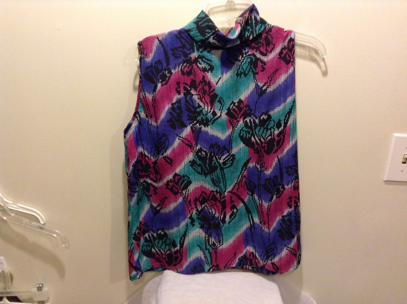 Women's Used Great Condition Thimbles Vibrant Pink Green Purple Button Up Back
