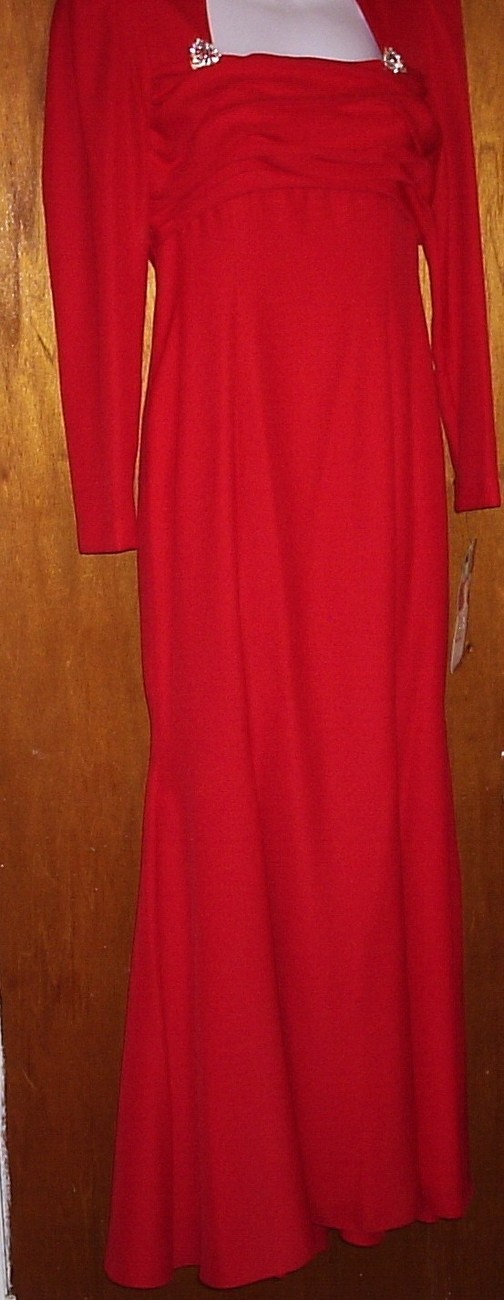 VINTAGE AS SEEN IN MODERN BRIDE RED SIZE 9-10 FORMAL  GOWN    NEW