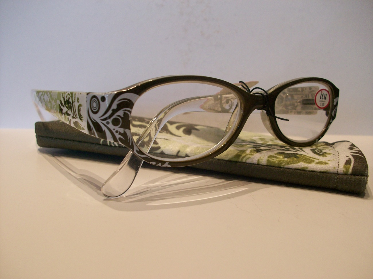 ICU Readers (Reading Glasses), Oval Swirl, Olive, +1.25 Diopter, New