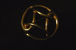 Lovely Vintage Monet Goldtone Round Abstract Brooch - $9.89