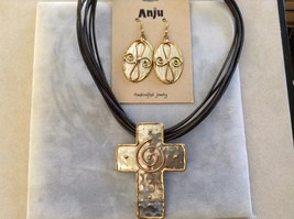 New Anju Handcrafted Swirl Set 2 Piece Crosses Necklace Earrings Gold Toned
