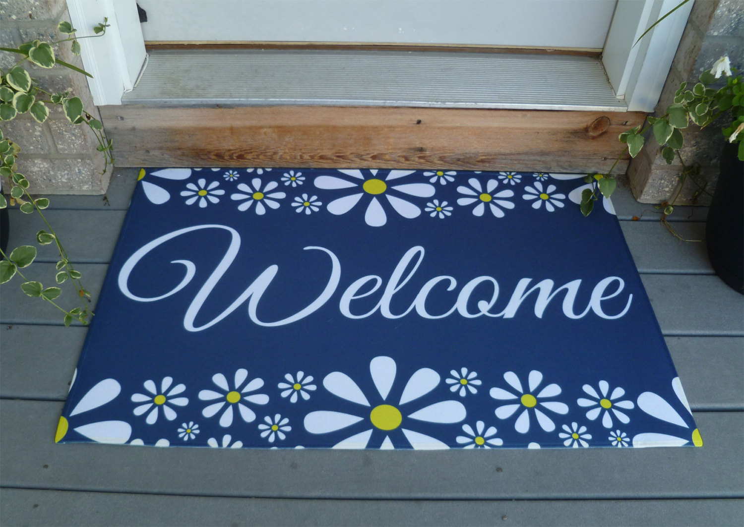 Decorative vibrant outdoor indoor welcome mat with flower for Decorative door mats indoor