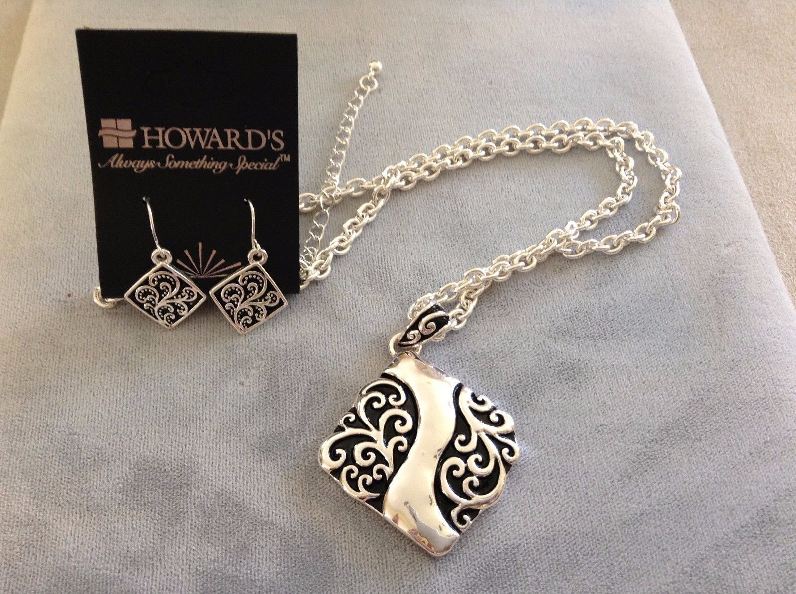 New Howards Necklace Earring Set Black Paisley Design White Silver Toned Square