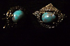 Vintage Sarah Coventry Turquoise Cabochon  Remembrance Goldtone Clip on ... - $12.86