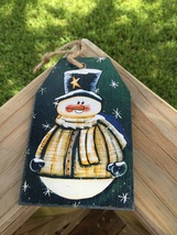Prmitive Wood Gift Tag 505-69705T Green Snowman Tag Ornament  - $2.95