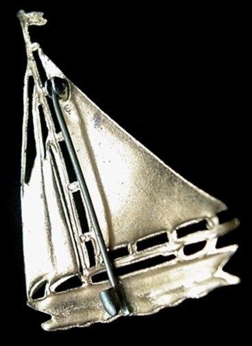 Vintage Lovely Green-Red Enameled Sailboat Sailing Sail Boat Yacht Pin Racing