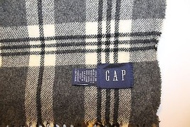Gap Men Scarf Made in Italy 100% Wool Plaid Black Gray 13X56 Winter Tassel - £24.34 GBP