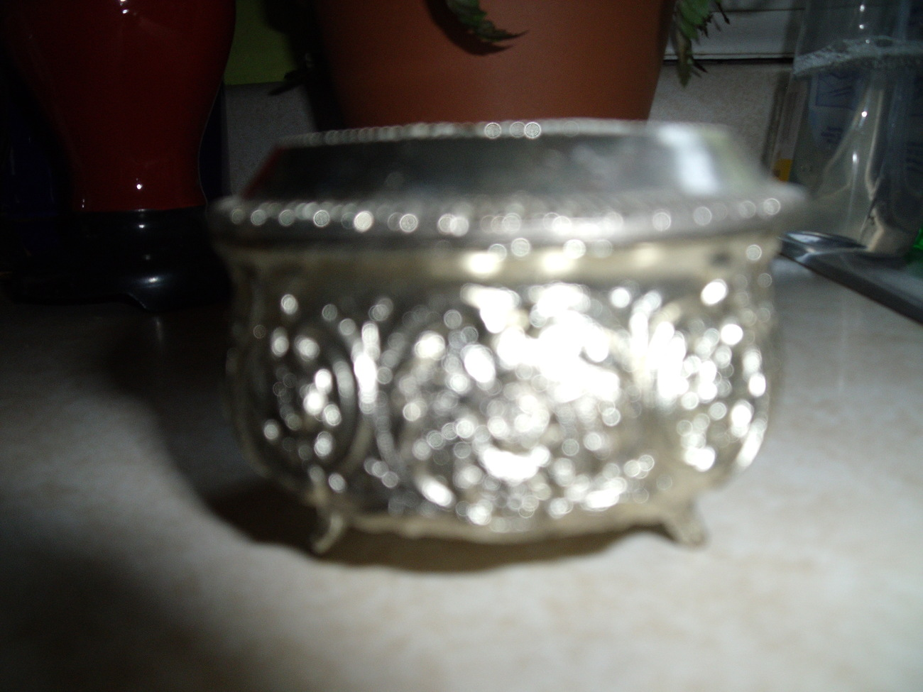 Box with cupid lid - Vintage silvertone with pearl like top