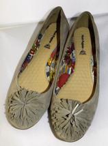 Hush Puppies Suede Leather Comfort Ballet Flats Sz 9 Camel Pom Pom Embel... - $32.04