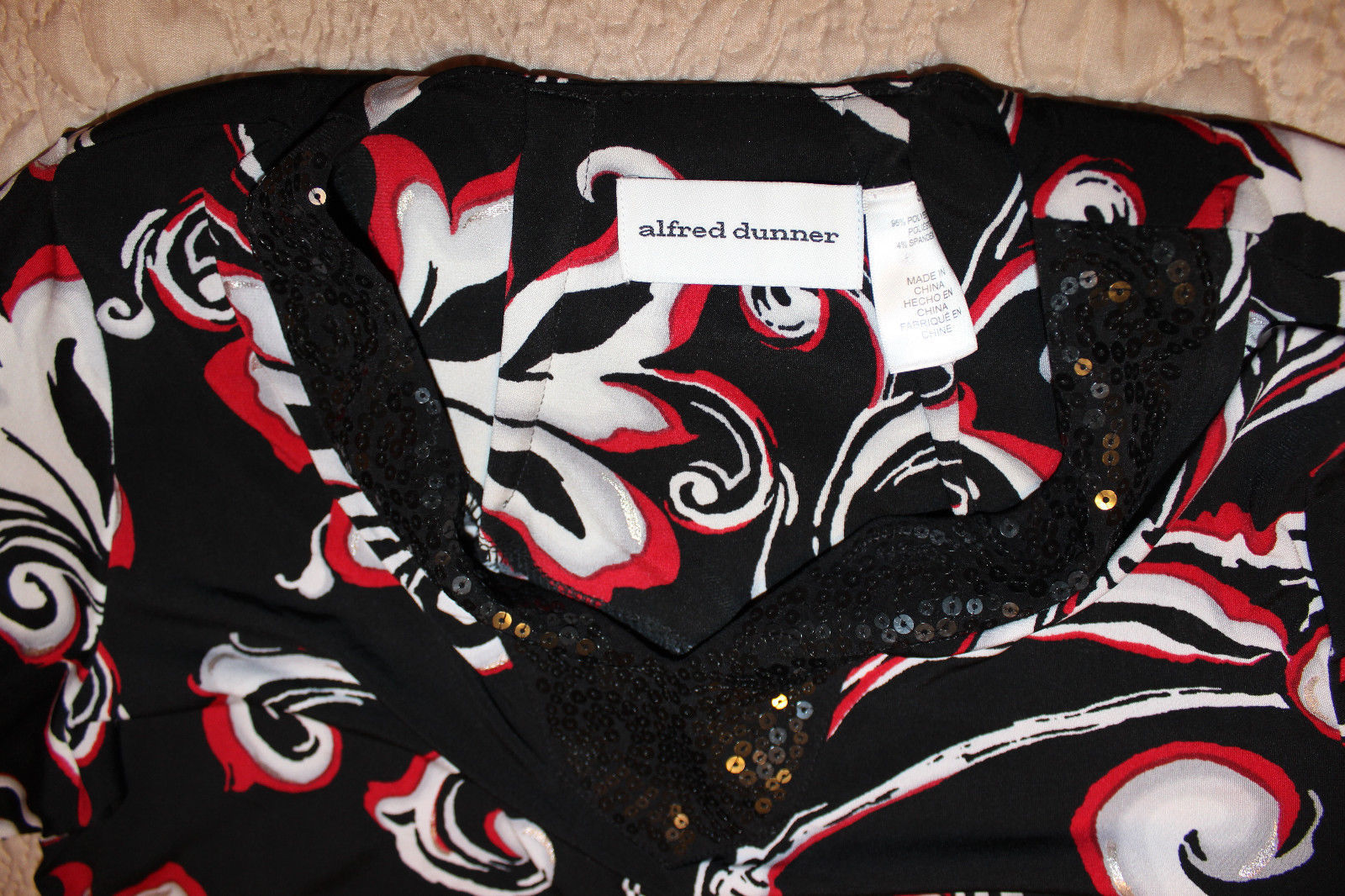 BEAUTIFUL 3/4 SLEEVE BLACK WHITE RED FLOWING TOP BLOUSE SEQUINS NECK S M image 4
