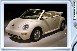 KEY CHAIN BEIGE VANILLA CREAM VW NEW BEETLE CONVERTIBLE KEYTAG PORTE CLE... - $9.95