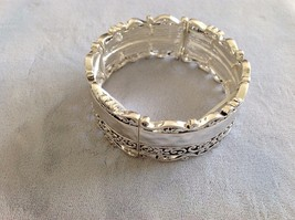 New Bracelet Silver Toned Stretch Decorative Floral Border Stretch