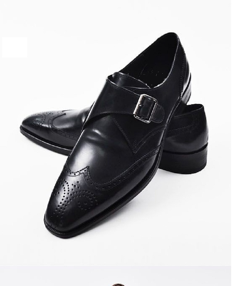 Wearing Formal Leather Shoes With Jeans While a pair of sneakers are what you would normally wear with your jeans on a hike or a weekend outing, jeans with formal shoes and a half-sleeved shirt or a shirt with rolled up sleeves can make you look very stylish on a Friday in office.