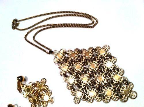 Sarah Coventry Set Golden Demi Parure Necklace Pendant Earrings Vintage Jewelry