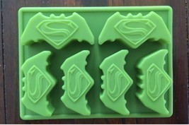 NEW BATMAN VS SUPERMAN SUPERHERO BIRTHDAY CAKE PAN CANDY MOLD ICE TRAY  - $170,95 MXN