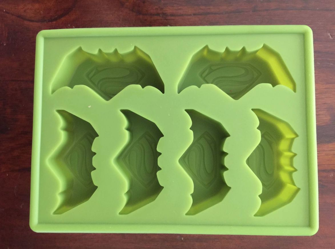 NEW BATMAN VS SUPERMAN SUPERHERO BIRTHDAY CAKE PAN CANDY MOLD ICE TRAY