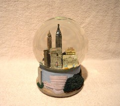 New York City Skyline Musical Glitter Snow Glob... - $43.54
