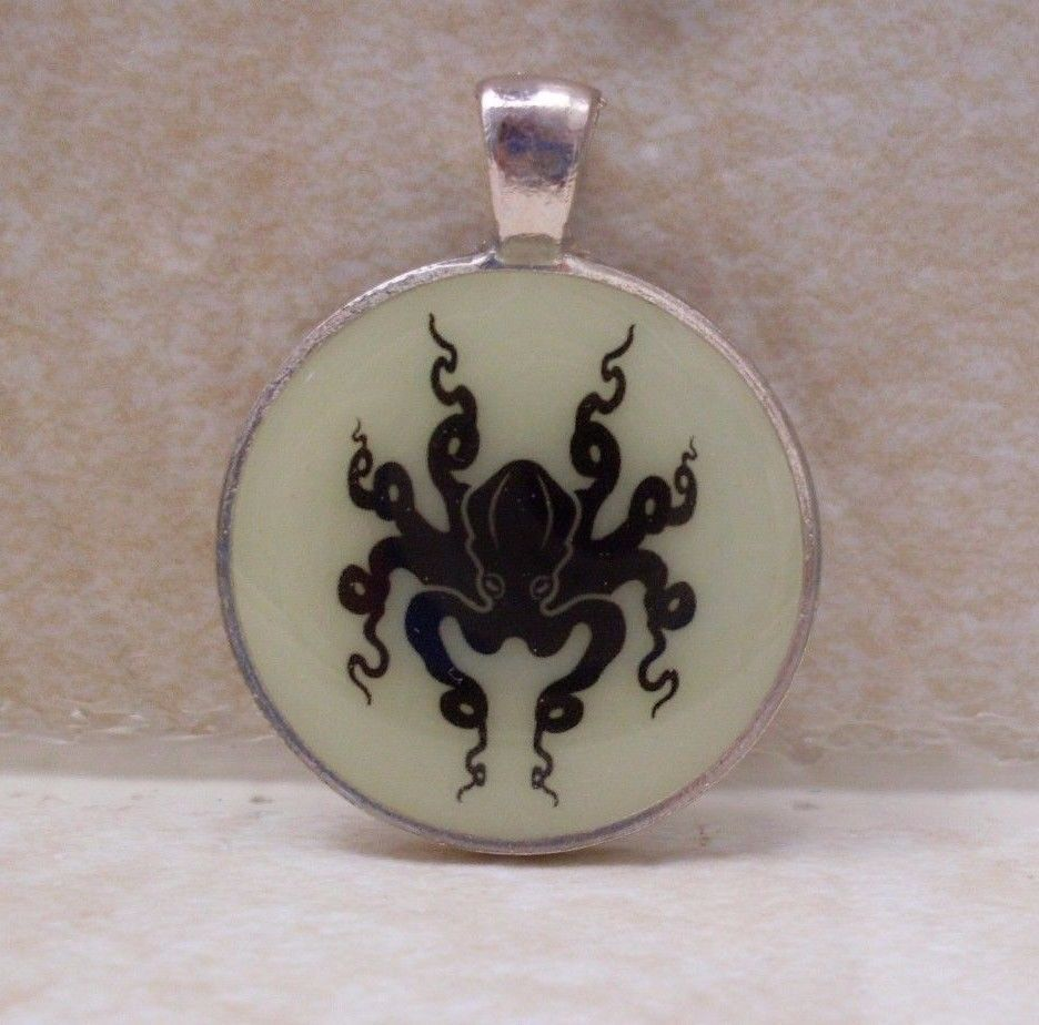 OCTOPUS Silhouette Glow in the Dark Ocean Sea Pendant Charm Animal Necklace
