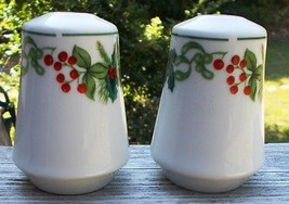 ~~ Salt Pepper Shakers Christmas Holiday Green Red Holly Design ~~ Porce... - $5.00