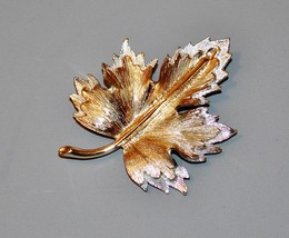 VTG 1964 Sarah Coventry NATURES CHOICE Maple Leaf  Pin Brooch Silver Gol... - $11.40