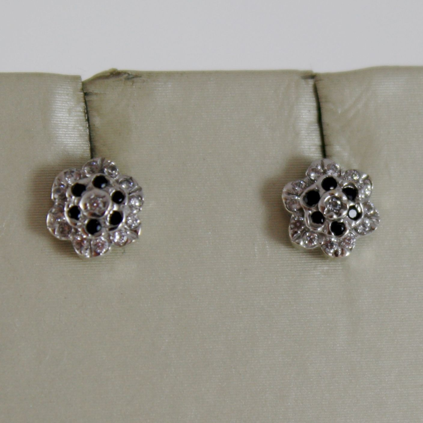 18K WHITE GOLD MINI 7 MM FLOWER EARRINGS WITH BLACK WHITE ZIRCONIA MADE IN ITALY